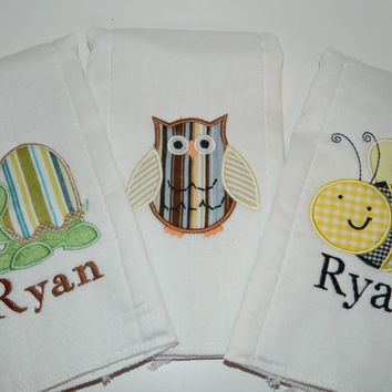 Personalized Burp cloth Bee, owl , turtle, set of 3 baby burp cloths diaper
