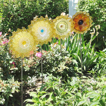 Yard Art Garden Decor Vintage Glass Flower Suncatcher by jarmfarm
