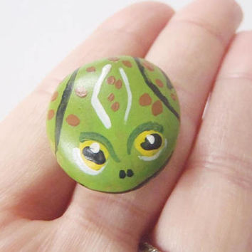 frog rock art painted stone kids animal art genuine sea italian beach decor gift collection home decor paperweight froggy  lasoffittadiste