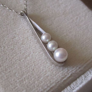 Vintage 3 Peas in a Pod Pearl Pendant Charm Necklace 14k Solid White Gold Mother Jewelry,