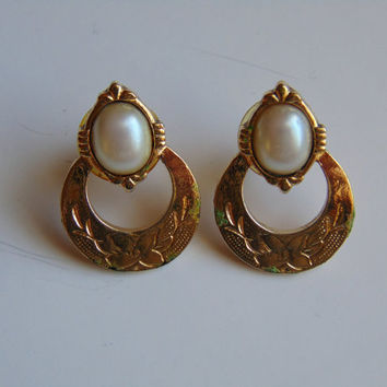 Vintage Gold tone and Pearl Hoop Pierced Earrings