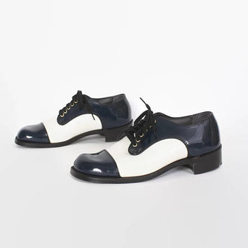 Vintage 70s Saddle Shoes / 1970s DEADSTOCK Patent Leather Navy White Oxfords 10.5
