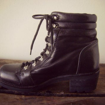 90s black hiking combat boots | vintage leather grunge ankle boots | nine west lace up boots | boho hipster | ladies size 6 | leather boots
