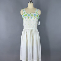 Vintage 1980s Dress / 80s White Cotton Dress / Eyelet Dress / Embroidered Sundress / 1970s 70s / Size Small S