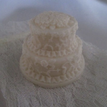 Medium WEDDING Cake Soap Favors. 25 wedding, anniversary, birthday, shower, almond scent, lace bag, cream, custom labels, natural Olive Oil