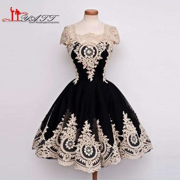 Photo Amazing Arabic Ball Gown Gold Lace Appliques Cap Sleeves Cocktail Dress Homecoming Gown For