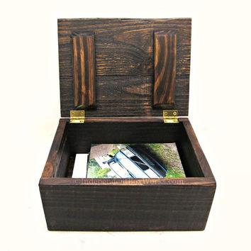 Rustic Reclaimed Wood Memento Box - Small Wooden Memory Box - Country Chic Photo Storage Box - Unique Wooden Gift Box with Lid