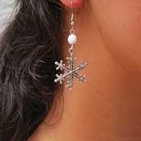 Snowflake earrings,  Christmas Holiday earrings, White earrings, Silver earrings, snowflake jewelry, snow earrings, handmade earrings.