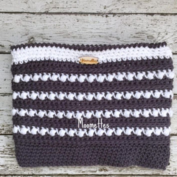 Handmade Malia Cosmetic Bag Lined Crochet Zipper Clutch Purse Bag Organizer Gray Grey White Cotton