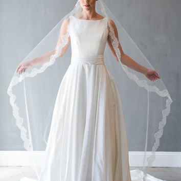Chantilly Lace Mantilla Veil