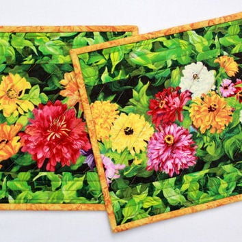 Quilted Floral Trivet - Insulated Trivet, Hot Pad, Pot Holders, Casserole Mat, Mug Rugs - Set of 2