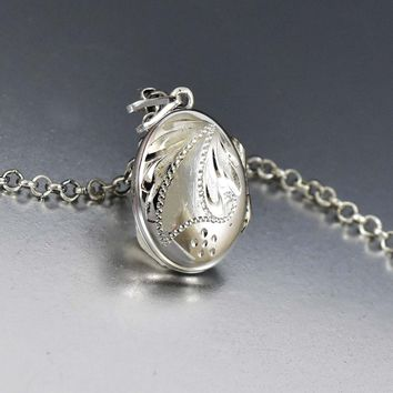 Sterling Silver Retro Oval Hinged Pendant Locket Necklace