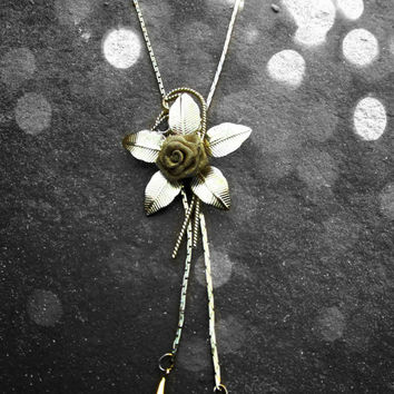 Vintage Gold Flower Bolo Necklace