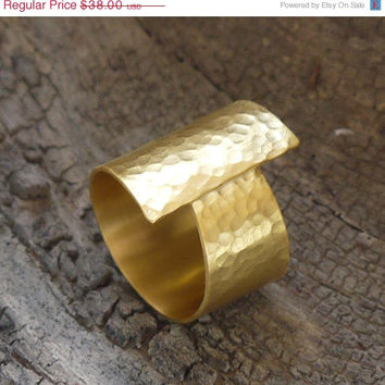 ON SALE 24k gold plated wide band - Brass wide band - gold cocktail band -  hammered ring
