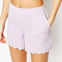 Vero Moda Saclloped Edge Short