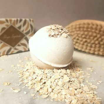 Oat, Milk & Honey Organic Moisturizing Bath Bomb