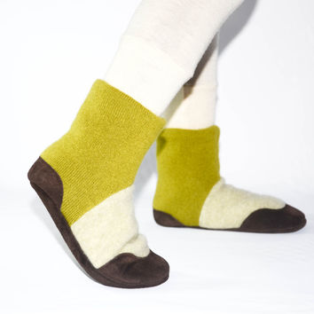 Kids Cashmere Slipper Socks, Children Cashmere Shoes, Youth Cashmere Boots, New & Improved Design.  Sizes: Kids 7.0 - Youth 2.5