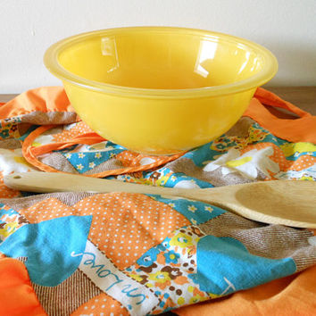 Yellow Pyrex Clear Bottom 323 Nesting Bowl, Yellow Pyrex 323, Yellow 1.5 Quart Mixing Bowl, 1.5 Liter Mixing Bowl