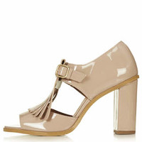 GAMBIT Cut-Out Fringe Shoes - Camel