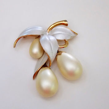 VintageCoolness BIG ParkLane Brooch Pendant Dangling Pearls