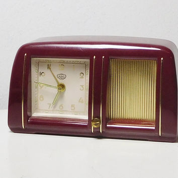 Maroon Music Alarm Clock Small Retro King Wind Up Vintage Made in Germany Gebr. Staiger Plastic Case wound up too tight No cracks breaks