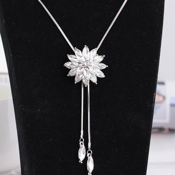 Stylish New Arrival Gift Shiny Jewelry Crystal Pendant Winter Floral Sweater Ladies Necklace [11187555156]