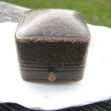 Art Deco Ring Box, Brown Leather, Charming Engagement Ring Presentation Box or Jewelry Display