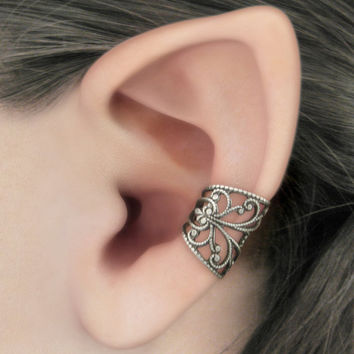 Soft Whispers - Silver Filigree Ear Cuff