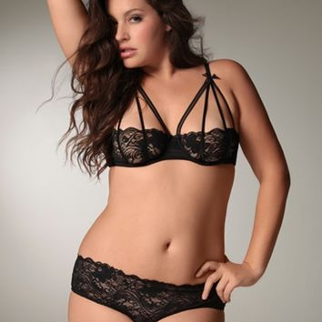Plus Size Lingerie | Plus Size Bras | Strappy Stretch Lace Bra | Hips & Curves