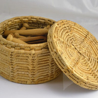 Woven Basket w/ Lid & 18 Vintage Wood Clothespins - Round Shaped Storage Basket
