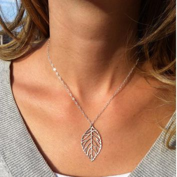 Jewelry Lowest price !!! 2016 New Gold Leaf Pendants Necklace for women best gift simple gold and silver choker necklace