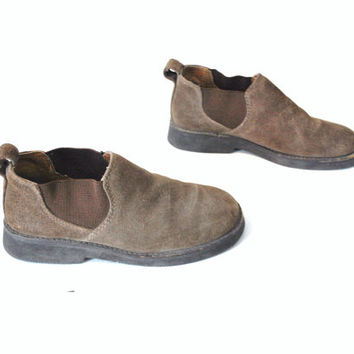 size 6.5 CHELSEA ankle boots vintage 80s 90s MINIMAL hipster slip on brown suede  chukka ankle BOOTIES