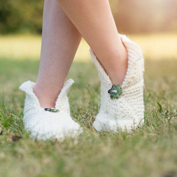 creamy wool slippers with a cute ceramic flower - will keep you warm!/Ready to ship