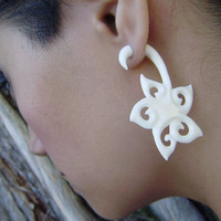 Fake Gauge,bone Pumleria Flower ,Split Gauge Earrings Fancy Craved Flower Anela hawaii