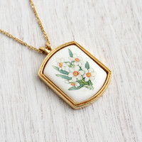 Vintage Ceramic Avon Flower Necklace -  1970s White Floral Gold Tone Costume Jewelry / White Bunch of Flowers