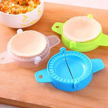1pc DIY Dumpling Maker Mold Kitchen Gadget Dough Press Mould Meat Pie Ravioli Dumpling Maker Mold Tool Newest