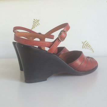 vintage 70s wedge sandals / size 7 / stacked wood heel / cognac leather / ankle strap / shoes / made in italy