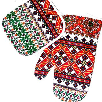 Kitchen set of mitten  and a potholder. Green