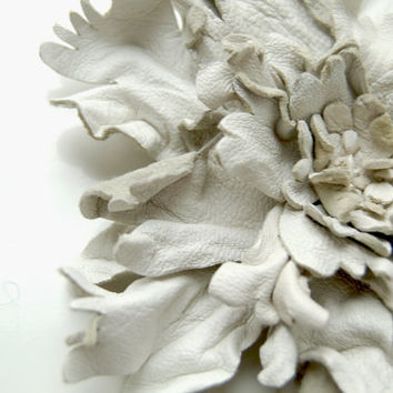 White flower leather pin brooch by ModaMakovera on Etsy