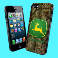 John Deere Camo Hunting - Design iPhone 4/4s Case or iPhone 5 Case - Black or White (Option)