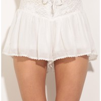 Shorts > Textured Day Shorts In White