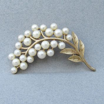 Pretty Signed TRIFARI 1960's Vintage Faux Pearl Flower Bouquet Pin
