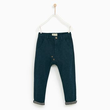 TROUSERS WITH RIVETS