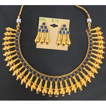 Traditional bright gold finish kemp stone Choker Necklace and stud Earring set