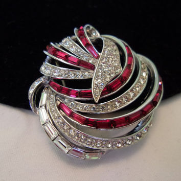 Boucher Jewelry Pin Vintage Red White Glass Rhinestone Silver Rhodium Plate Brooch