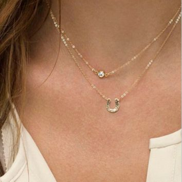 Fashion simple temperament models retro crystal horseshoe multi - layer short necklace