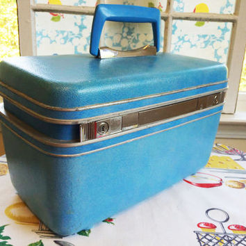 1960s Aqua Samsonite Train Case  Traincase Makeup Bag Carry On  Turquoise Vintage Luggage Suitcase