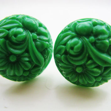 Vintage Green Petite Carved Floral Design Celluloid Button Earrings - Screw Back Retro Fashion Jewelry