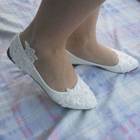 2017 New White Lace Pearls Flat Wedding Shoes For Female Spring Autumn Party Shoes Poi