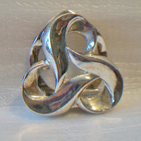 Twisted Love Knot Dress Clip Celtic Infinity Swirling Clover Silver Tone Vintage Jewelry